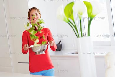 Beautiful, young woman preparing salad (CA_100023)